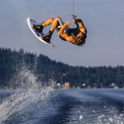 wakeboarding_flip_bayliner_wake_action_flying__114391