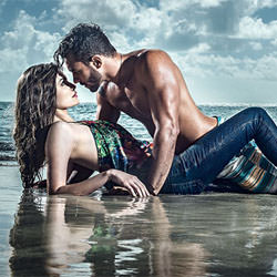 couple_love_beach__113329