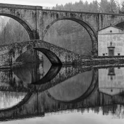 building_bridge_water_river_reflection_black_and_white__123993