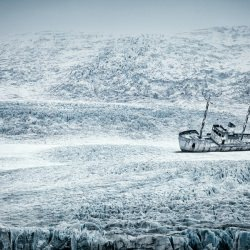 ice-ship-terence-du-fresne