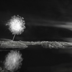 fireworks_iceland_glacier_lagoon_black_and_white__115082
