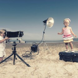 kids_outdoor_playing_camera_photographer__115725