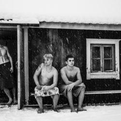 men_snow_summer_findland__126083