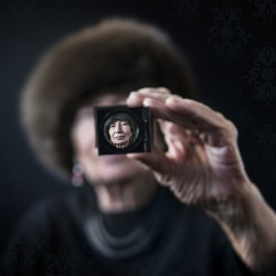 magnifying_glass_hand_face_sdof_senior_woman_lady_caucasian_portrait_human__119893