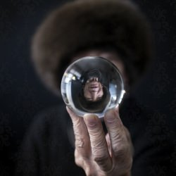 crystal_ball_glass_sphere_magnifying_reflection_distortion_sdof_portrait_woman_lady_senior_aged_white_caucasian_hand_face_hat__119894