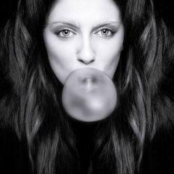 woman_portrait_bubble_gum__132178