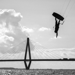 water_sports_diving_bridge_black_and_white__119927