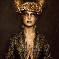 golden-goddess-karolina-skorek