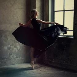 dancing-in-the-dark-reiny-bourgonje