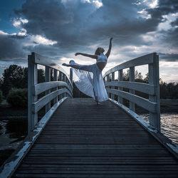 dance-on-bridge-jp-spets