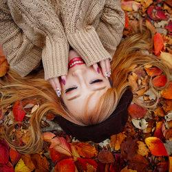 tappeto-di-foglie-autunnali-hiroky-cenere