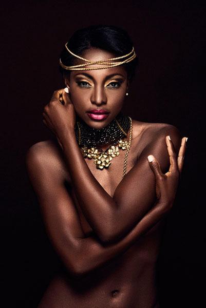 Photograph Gabo Pazmino Ebony Goddess on One Eyeland