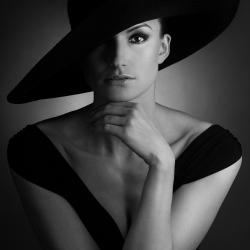 Woman-Grzegorz Moment Placzek-finalist-PEOPLE-Portrait -1666