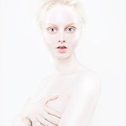 Living Dolls-Corinna Holthusen-gold-FINE ART-Portrait -3788