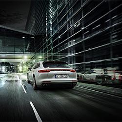 Porsche E Performance-Stephan Romer-Silber-WERBUNG-Automotive -3838