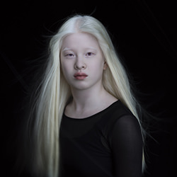 Xueli-Jonathan Knowles-finalist-ADVERTISING-Portrait-4094