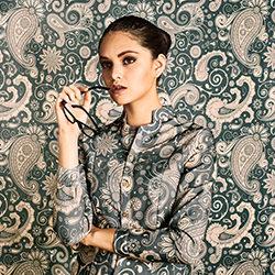 Businesswoman camouflage-Ramiro Cueva-bronze-FINE ART-Portrait -3989