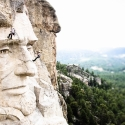 TATAkikiGAGAzette....tirelette - Page 6 One_eyeland_on_the_face_of_mt_rushmore_by_kevin_steele_37977