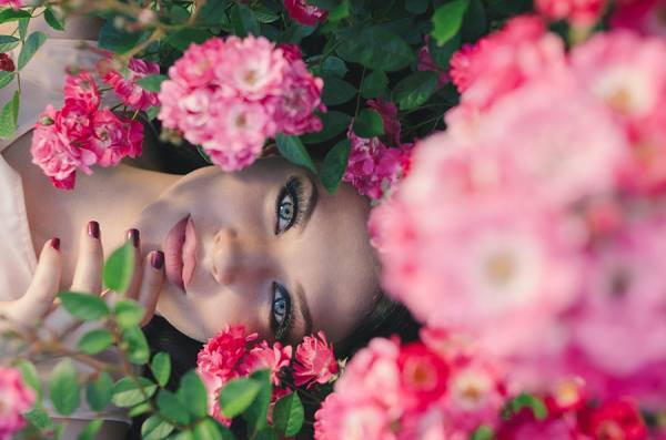 Photograph Tatiana Feoctistova Head In The Roses on One Eyeland