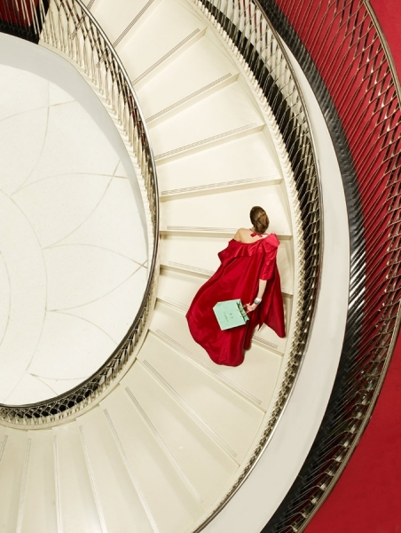 http://www.oneeyeland.com/photo4/fashion/one_eyeland_staircase_by_clive_arrowsmith_39981.jpg