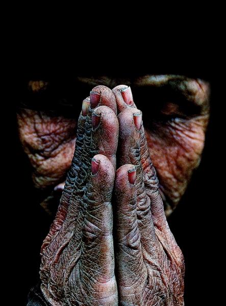 KIKIJIJI   CANADA..on ne vous dit pas ..TOUT - Page 6 One_eyeland_praying_by_viet%20van_tran_70870