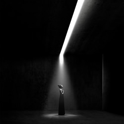 Aida-Jonathan Knowles-silver-black_and_white-1505