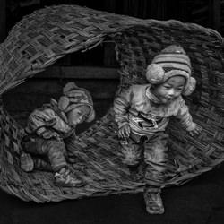 2 kids-Goh Wee Seng-finalist-black_and_white-1334