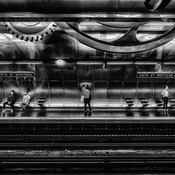 Station-Yasuhiro Sakuda-bronze-black_and_white-2477