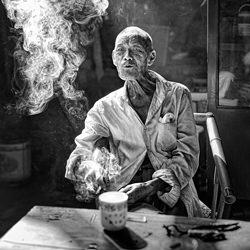 Smoky Drowsy-Joe Lai-bronze-black_and_white-2563