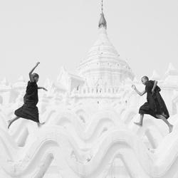 Running Novices-Soemoe Aung-bronze-black_and_white-4329