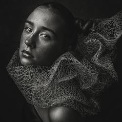 Extravagance-Hanna Derecka-bronze-black_and_white-4314
