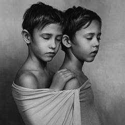 Brothers-Gabriela Homolova-bronze-black_and_white-6401