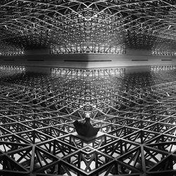 In geometry-Kazutoshi Kawakami-silver-black_and_white-6589