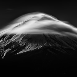 Noble mountain-Takashi-bronze-black_and_white-6375