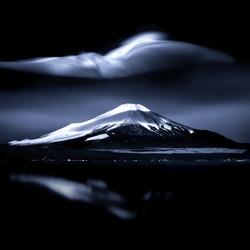 A strange cloud-Takashi-bronze-fine_art-4078