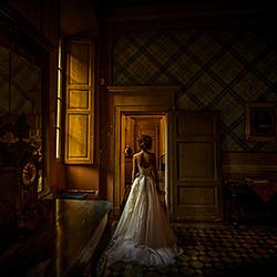 Bride at the window-Luigi Rota-bronze-wedding-48