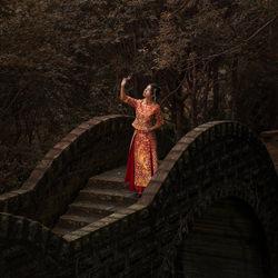 Bride on the bridge-Each Lee-finalist-wedding-6286