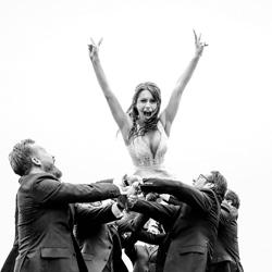 Flying Bride-Mischa Baettig-bronze-wedding-6115