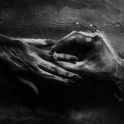 Ring under the water-Divyam Mehrotra-gold-wedding-6311