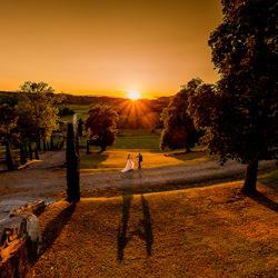 gli sposi camminano al tramonto-Luigi Rota-silver-wedding-6312