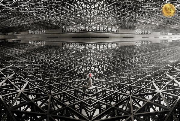 Photograph Kazutoshi Kawakami In Geometry on One Eyeland
